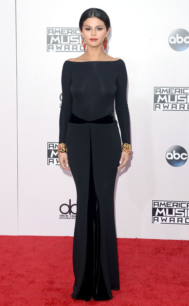 Selena Gomez looks BEYOND at the American Music Awards 2014 carpet! WOW.