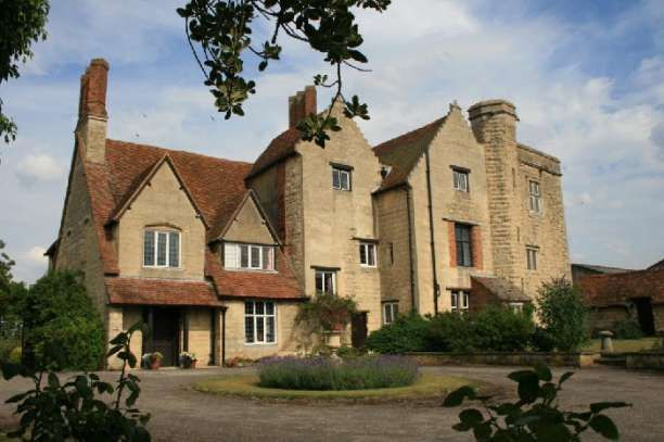 Creslow Manor Wedding Venue In Aylesbury Buckinghamshire The Grounds Of Offer A