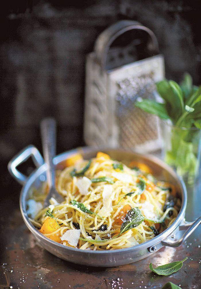 Kurpitsa-salviaspagetti