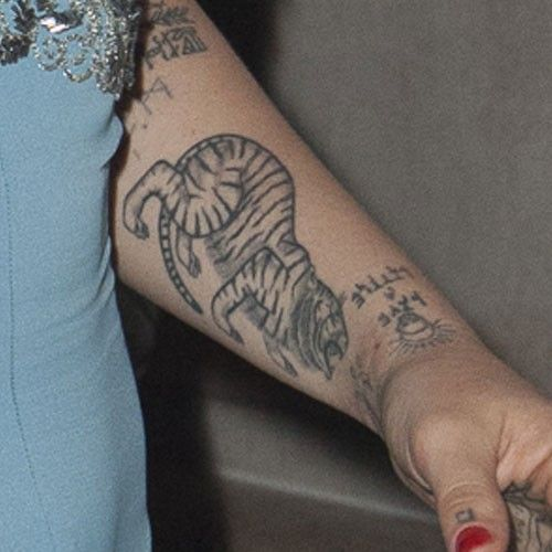 jemima-kirke-tiger-forearm-tattoo