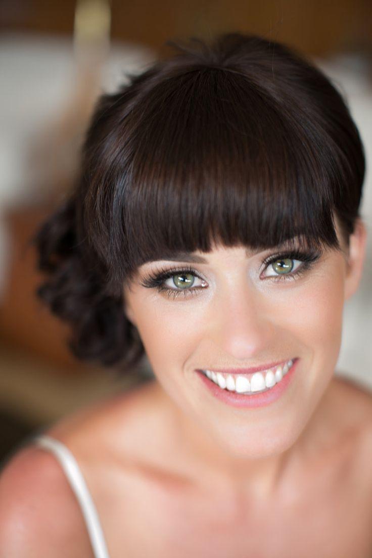 Discreto maquillaje para novias resaltando las pestañas con máscara de pestañas y pestañas postizas de pelo natural