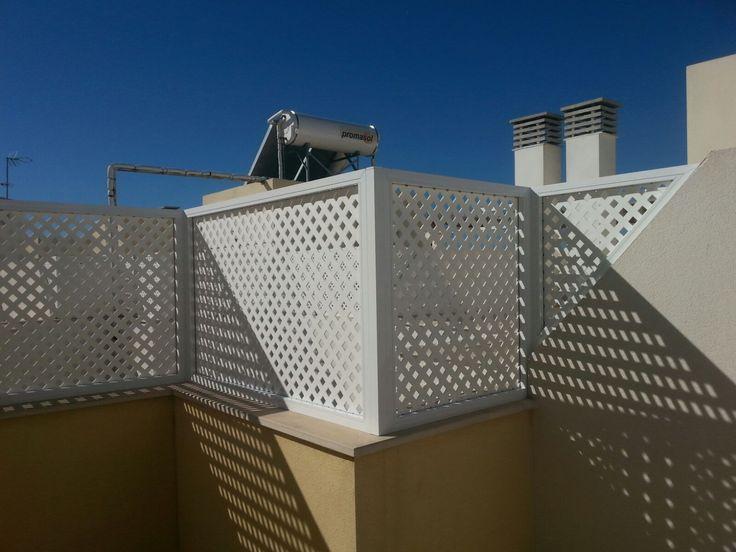 Montaje de marcos fijos fabricados en aluminio y celosia for Barandales de aluminio blanco