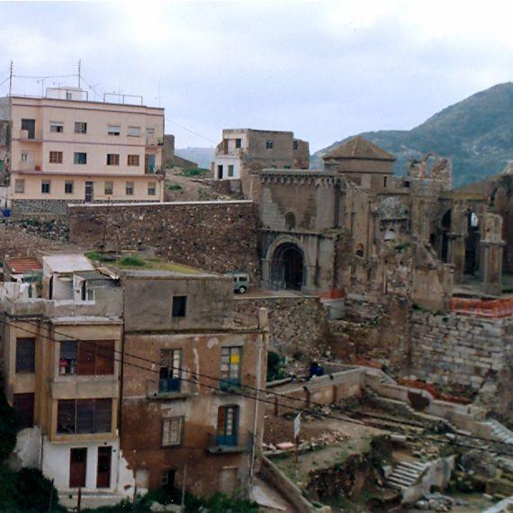 Lugar que ocupaba el Teatro romano de Cartagena en el año 1991, anterior a las excavaciones.