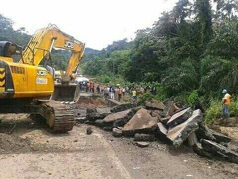 #PostPic - Réhabilitation du pont de #Matomb sur l'axe lourd #Douala #Yaoundé - Le traffic reprend dans 3 jours #Cameroun