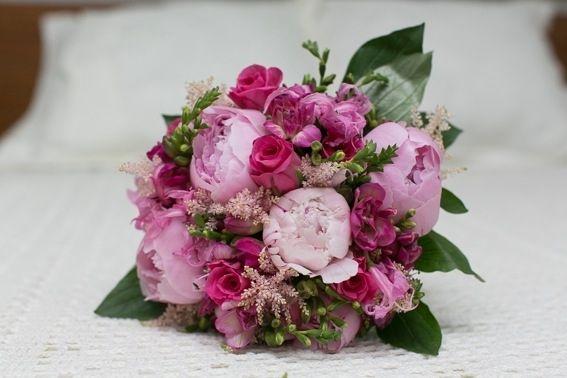 bouquet de Nuria con peonia,rosa,fresia  https://floristerianerine.wordpress.com/