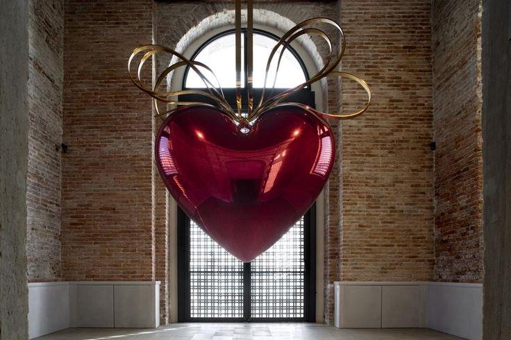 elogio del dubbio - Punta della Dogana Hanging Heart - Jeff Koons
