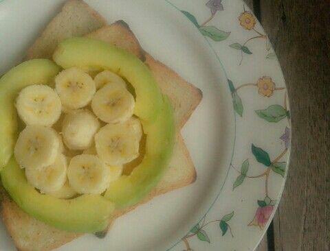 Healthy breakfast, toast bread w/ avocado n bananaananaa