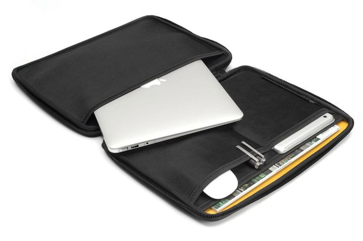 "Booq Viper hardcase 13"" for Macbook. Store more than just your Macbook, keep your accessories together."