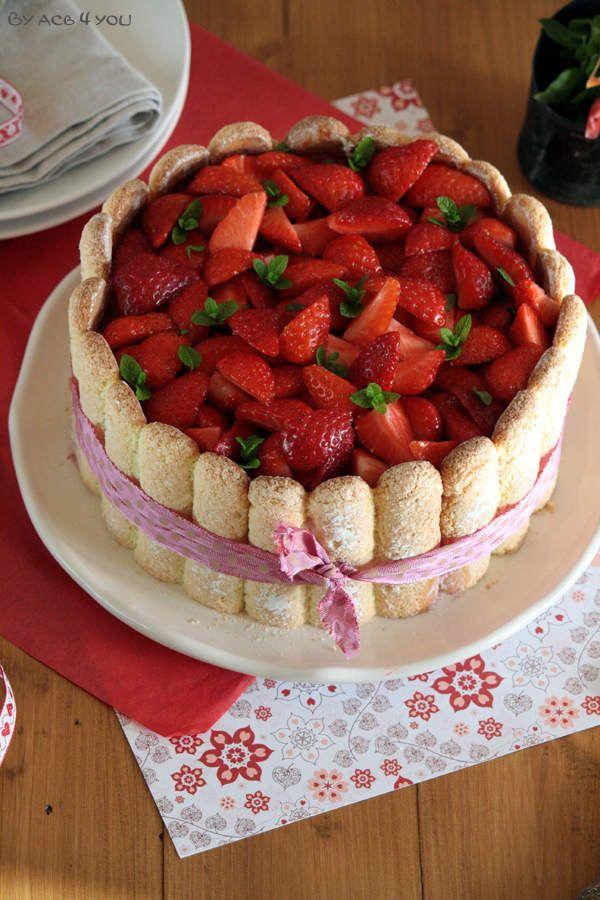 Je fais beaucoup de desserts aux fraises en ce moment parce que c'est un fruit que j'aime beaucoup et que toute ma maisonnée apprécie également. Elles sont un peu en avance cette année alors autant en profiter dès maintenant. D'habitude je fais des gâteaux...