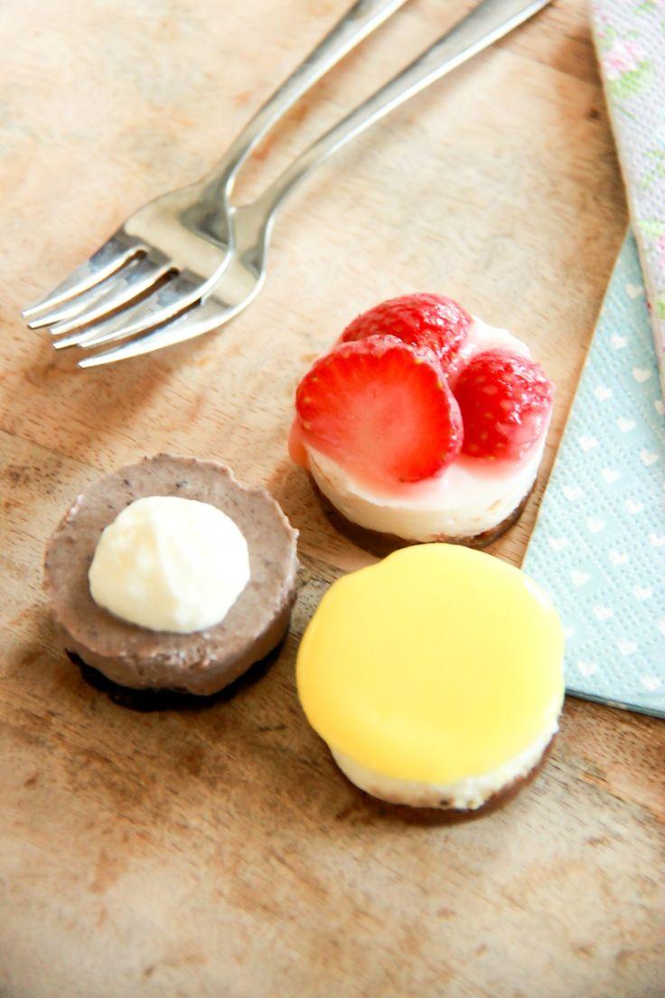 Kleine taartjes van citroen, aardbeien of chocolade