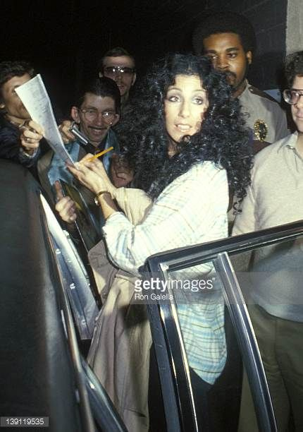 singer-cher-visits-the-merv-griffin-show-on-february-7-1979-at-tav-picture-id139119535 (430×612)