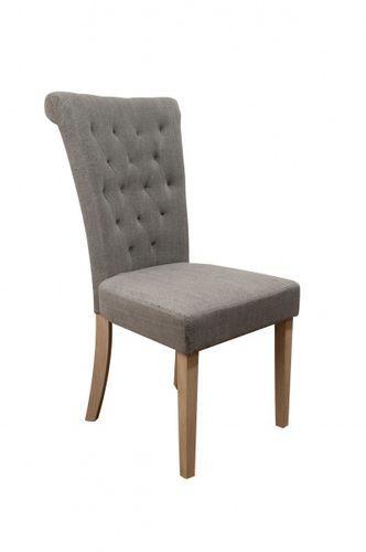 Pen og delikat Villa spisestol med høy rygg. Stolen er med sin høye rygg tilpasset nordiske forhold og gir god støtte og sittekomfort for liten som for stor.Stolen har stoff av steinvasket lin som gir stoffet struktur og fargevariasjoner.Mål:Høyde 102 cmBredde 50 cmDybde 66 cmSittehøyde ca 46 cmSetedybde 44 cmRygghøyde (fra sete til toppen av rygg) ca 55 cmMateriale:Steinvasket linBen i gummitreVedlikehold:Vi anbefaler bruk avColourlock Universal Protector med silikon. Prod...