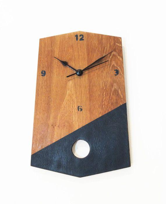 Horloge bois  peinture géométrique bleu foncé par 56Phalanges  http://cacophoniedobjets.wix.com/56phalanges  www.legrandbassin.fr