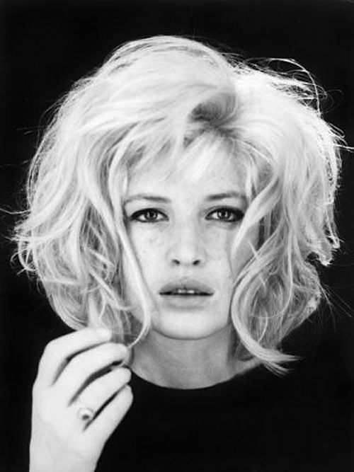 I'm totally thinking this for my next haircut.     monica vitti by studio pierluigi, roma, 1962.