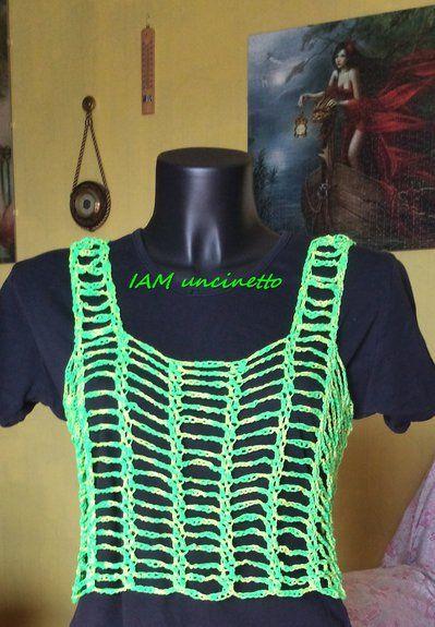Top canotta verde e giallo fluo lavorata a rete all'uncinetto, fatto a mano.  Top canotte for woman & girl, crochet fish net. Handmade.