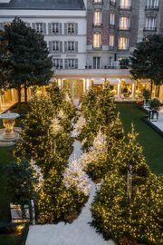 Les plus beaux sapins de Noël 2017 des palaces parisiens | Vogue