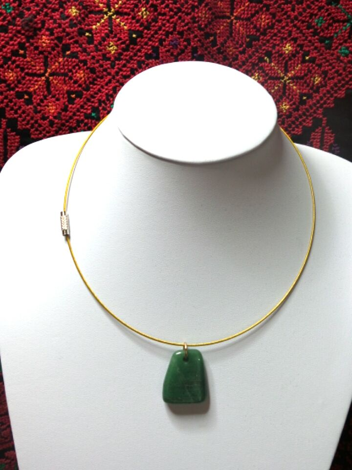 Gold cable necklace with emerald stone
