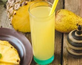 Cocktail vitaminé poire et ananas : http://www.fourchette-et-bikini.fr/recettes/recettes-minceur/cocktail-vitamine-poire-et-ananas.html