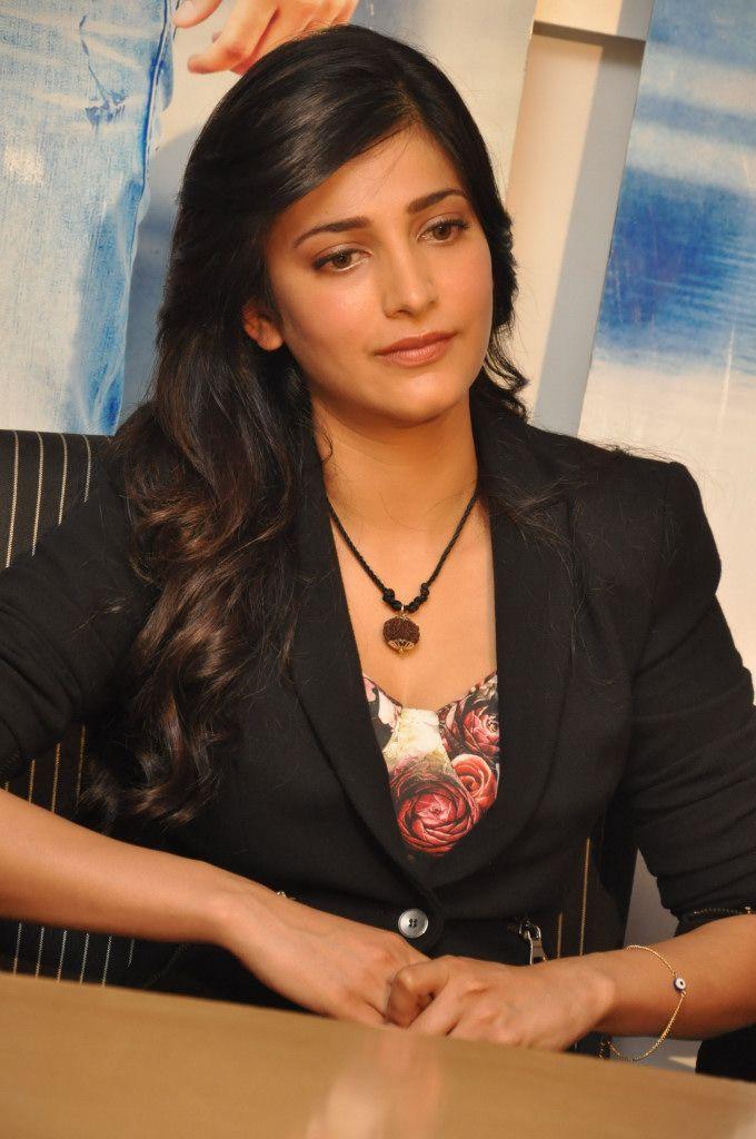Lovely shruthi hasan .. For More: www.foundpix.com #Shruthihasan #TeluguActress #Hot #TamilActress