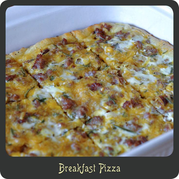 Breakfast Pizzas—This pizza is amazing! Perfect for weekend mornings. And the kids will love it!