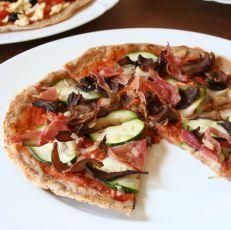 Štíhlá celozrnná pizza