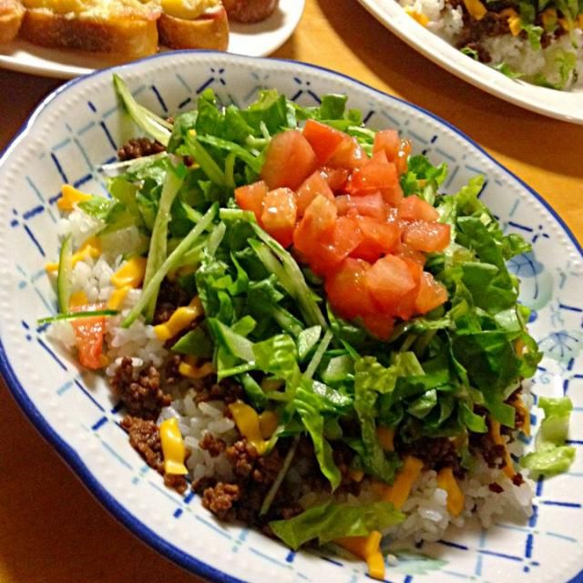 今夜はキュウリの千切りもトッピング! - 61件のもぐもぐ - 沖縄「ピロピロ」ライフさんの料理 タコライス by okinawa1123