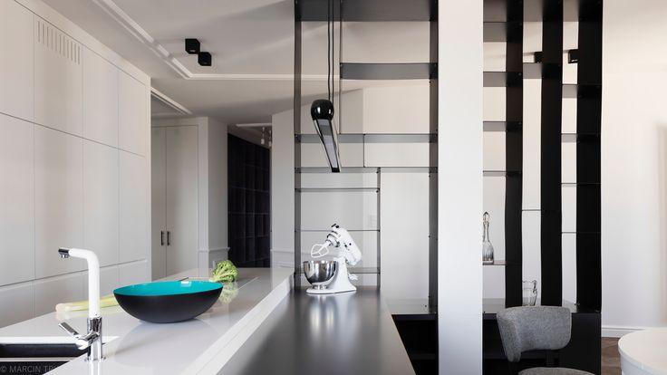 Nowoczesna kuchnia otwarta na salon. Apartament w kamienicy. Warszawa. Projekt: Grupa Żoliborz; foto: Marcin Tryc #livingroom #kitchen #moderhome #salon #kuchnia #nowoczesnydom #furniture #meble #homedesign