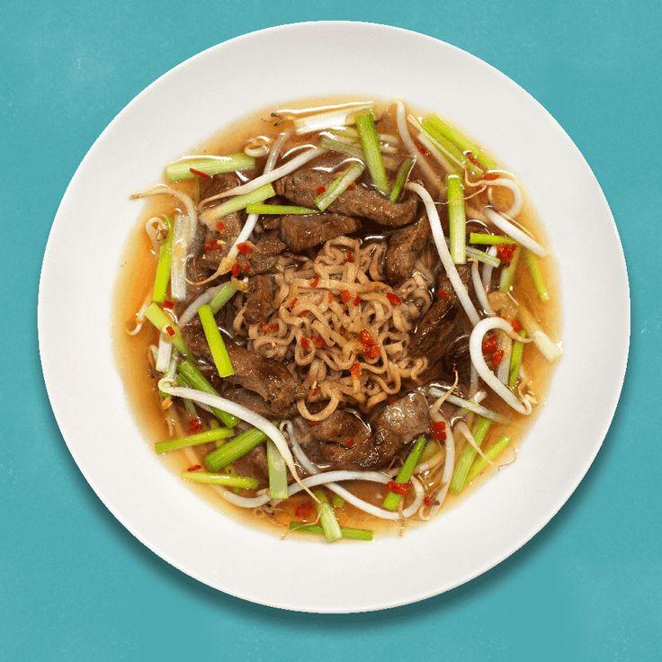 Japansk biffsuppe er en rask variant av Ramen, med typiske smaker fra det asiatiske kjøkken. Med norsk biffkjøtt i strimler og fullkornsnudler blir suppen både mettende og god. Smak deg frem, da smaken kan være veldig forskjellig når det kommer til chili, hvitløk og lime.