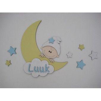Houten muursticker voor de babykamer. Gele maan met kindje en sterren.