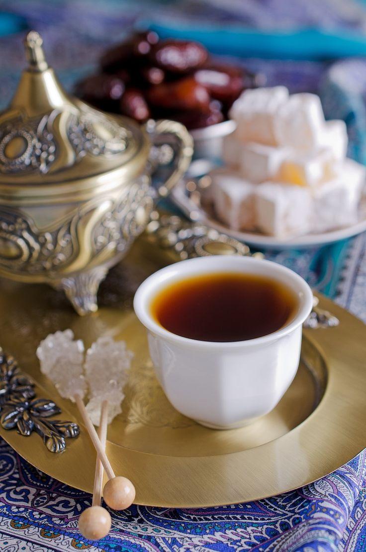 El ritual del té moruno es una muestra de cortesía. WESTWING MAGAZINE te da las claves para que recibas a tus invitados con esta tradición marroquí.