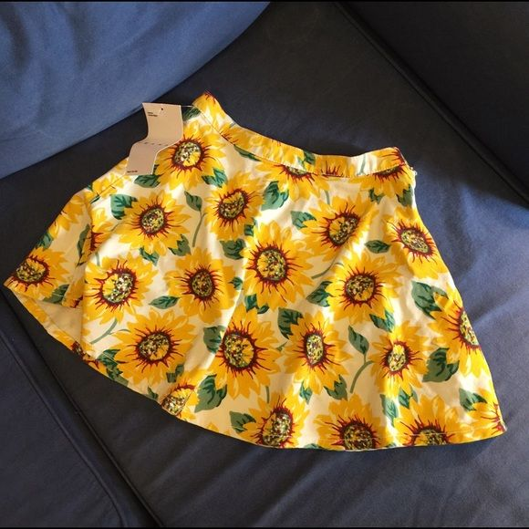 American Apparel Dresses & Skirts - American Apparel sunflower circle skirt