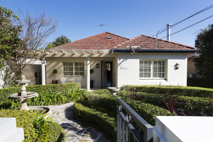 Maze to the door | 5 Leo Street, Hunters Hill