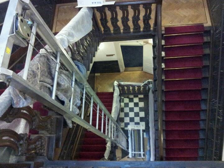 Geen lift aanwezig? Dan plaatsen wij net zo makkelijk zelf een lift in het trappenhuis!