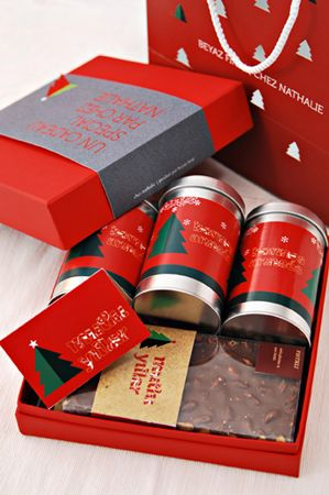 #newyear #christmas #gift #box #beyazfirin #patisserie #concept #development #editorial #graphic #packaging #design #visual #karbonltd