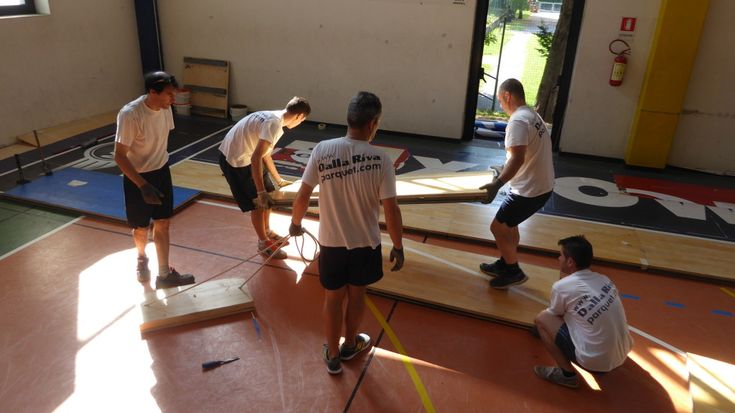 Staff of Dalla Riva Sportfloors during #maintenance phases in the gymnasium of Gallarate