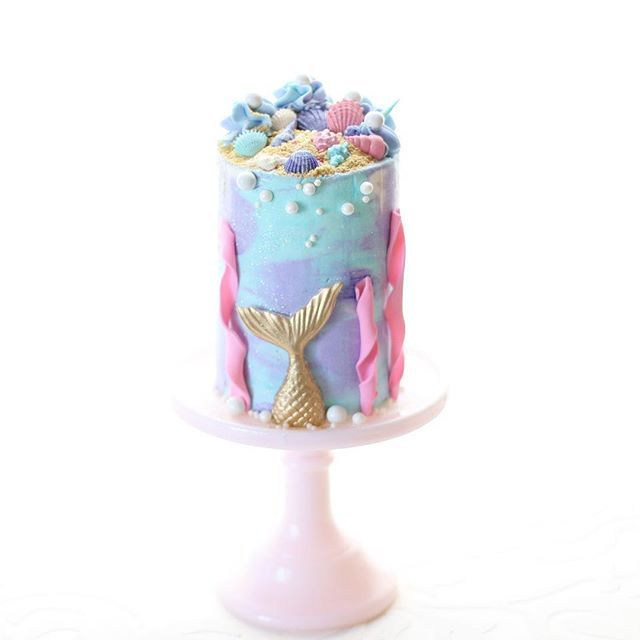 Mermaid cake {shell and mermaid tail mold from @christinesmolds}    #Regram via @christinascupcakes