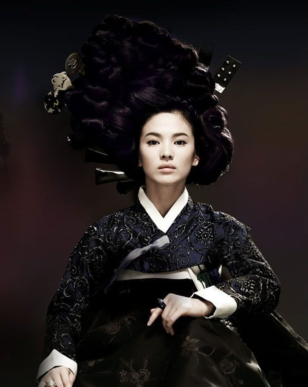 "Song Hye Kyo as ""Hwang Jin Yi"" Gisaeng hanbok"