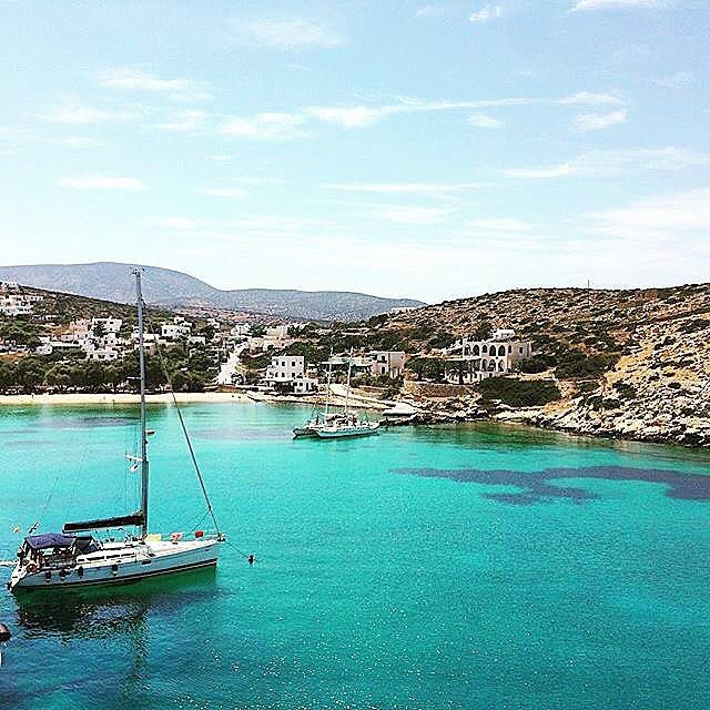The port of Iraklia island (Ηρακλειά). It's a tiny island part of the small Cyclades with calm vibe away from mass tourism !