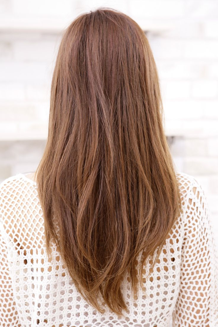 髪の色味を整えてうねるクセを生かしたルーズな動き