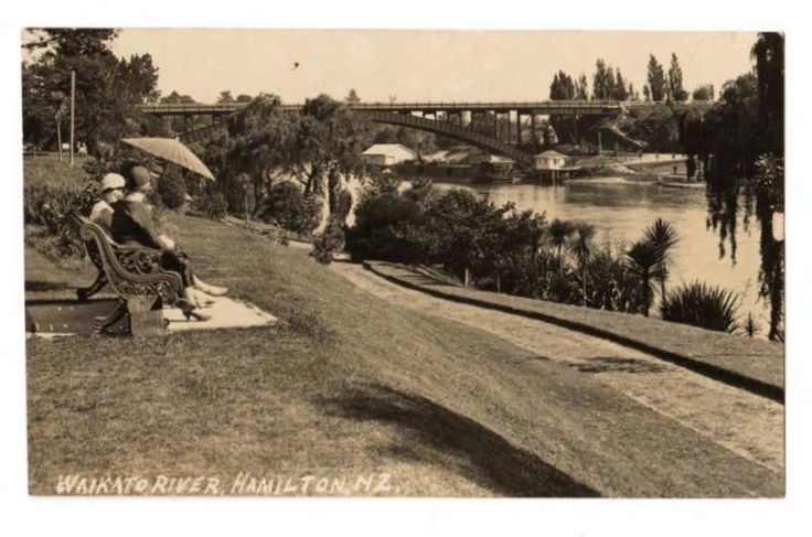 Real Photograph by W P Cartwright of the Waikato River Hamilton. - 45679 - Postcard - Postcards Waikato - Postcards New Zealand - Postcards By Country - EASTAMPS