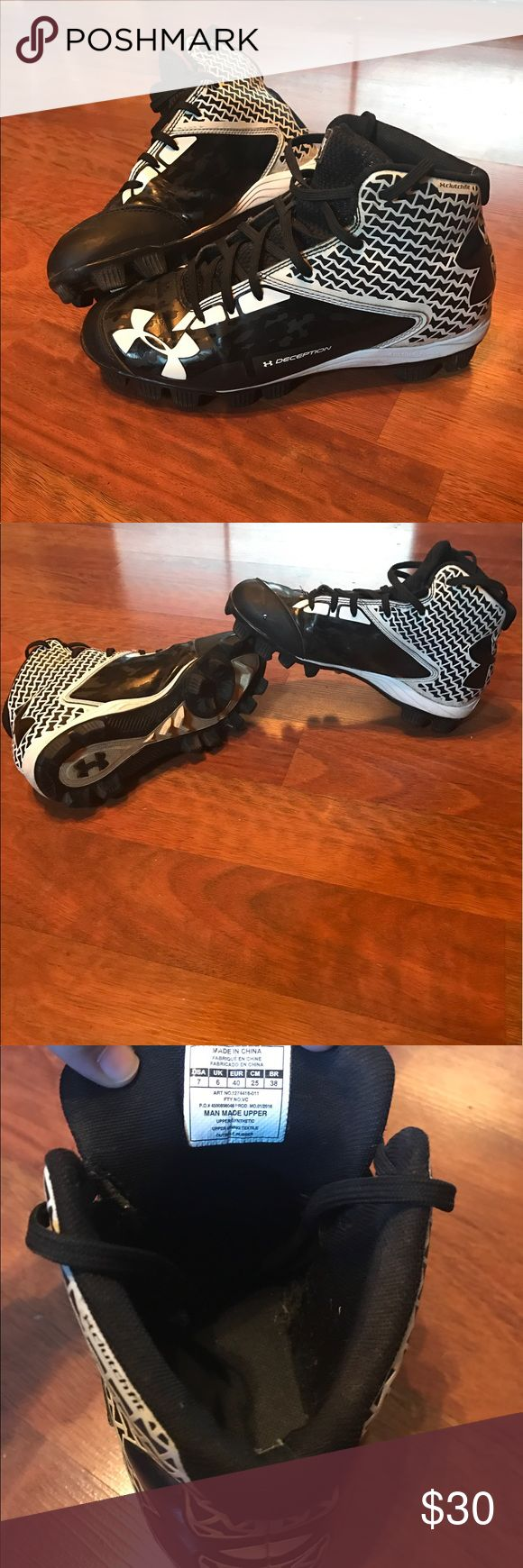 Boys under armour football cleats size 7 Size 7 under armour boys football cleats. These are black and white, my son wore them for one season, they are in excellent condition. Under Armour Shoes Lace Up Boots