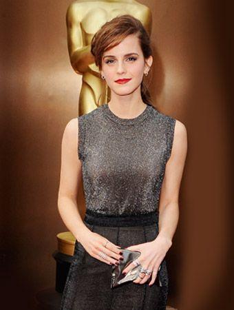 #EmmaWatson wears the Crisp Packet clutch at the Oscars