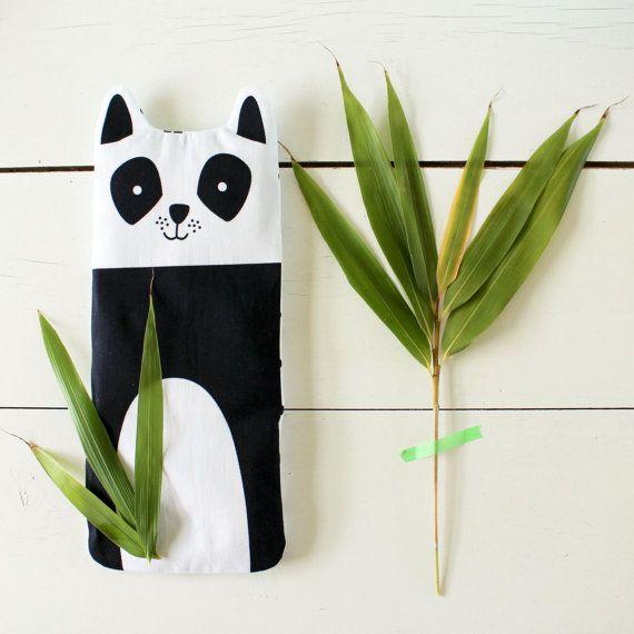 Bouillotte Mia la panda en graines de lin et sa housse déhoussable et lavable: