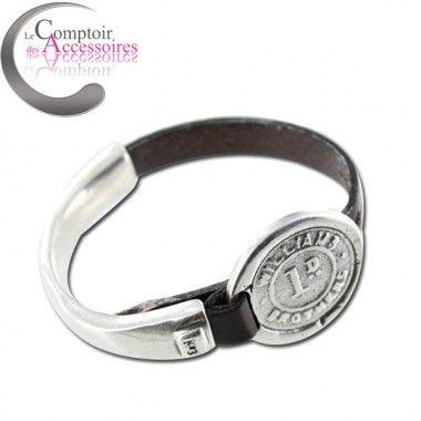http://www.comptoirdesaccessoires.com/6835-3191-thickbox/bracelet-numero-3-pour-concha-diaz-en-acier-et-cuir-couleur-camel-avec-piece-.jpg