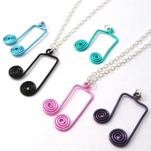 Musical notes wire pendant