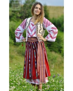 Oltenia - Romanian folk costume - hand embroidered and hand woven