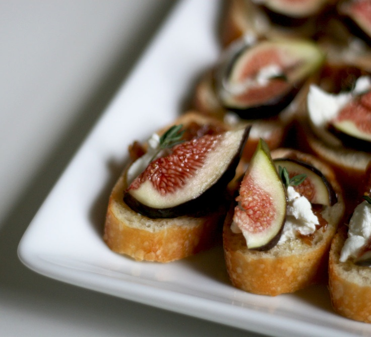 fig + goat cheese: Foodies, Chee Crostini, Figs Crostini, Recipes, Figs Goats, Cheese Crostini, Baguette Appetizers, Goats Cheese, Goat Cheese
