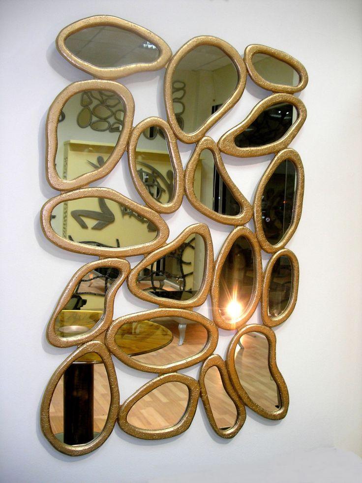 Χειροποίητη δημιουργία σε ξύλο-υπάρχει δυνατότητα διαφοροποιήσεων.