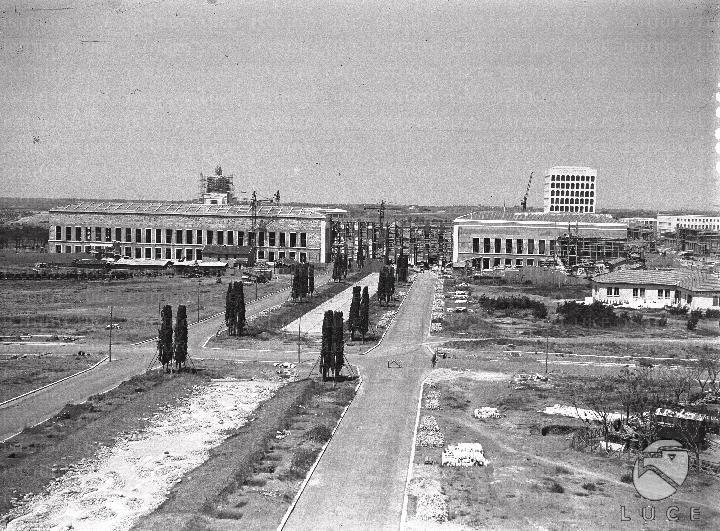 Eur Palazzi in costruzione, il palazzo della civiltà e del lavoro, campo lunghissimo 26.06.1941