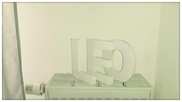 White nursery. Letters idea.  Cameretta bianca, decorare il calorifero con lettere bianche riportante il nome del bambino o bambina.